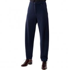 Spodnie w kolorze granatowym. Niebieskie spodnie z wysokim stanem Deni Cler, z denimu. W wyprzedaży za 329,95 zł.