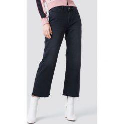 Spodnie damskie: NA-KD Trend Jeansy z surowym wykończeniem - Black,Grey