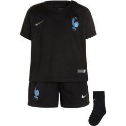 Nike Performance FFF FRANKREICH DRY SET Krótkie spodenki sportowe black/metallic silver. Czarne spodenki chłopięce Nike Performance, z materiału, sportowe. W wyprzedaży za 131,45 zł.