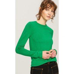 Dopasowany sweter - Zielony. Zielone swetry klasyczne damskie Reserved, l. W wyprzedaży za 24,99 zł.