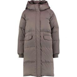 Minimum KIRA  Płaszcz puchowy taupe. Brązowe płaszcze damskie pastelowe Minimum, z materiału. W wyprzedaży za 576,95 zł.