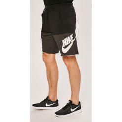Nike Sportswear - Szorty. Szare spodenki sportowe męskie Nike Sportswear, z bawełny, sportowe. W wyprzedaży za 179,90 zł.