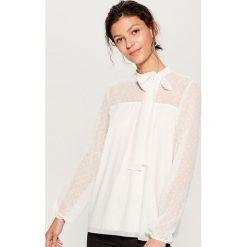 Koszula z tkaniny plumeti - Biały. Białe koszule damskie marki Mohito, l, z tkaniny. Za 89,99 zł.