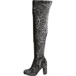 Steve Madden OWNEEX Kozaki na obcasie leopard grey velvet. Szare buty zimowe damskie marki Steve Madden, z materiału, na obcasie. W wyprzedaży za 530,10 zł.