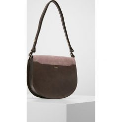 CLOSED SADDLE BAG SHORT CROSS BODY Torba na ramię rose pearl. Brązowe torebki klasyczne damskie CLOSED. W wyprzedaży za 959,40 zł.