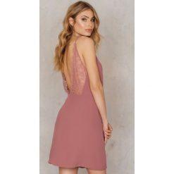 Sukienki hiszpanki: Samsoe & Samsoe Sukienka Ginni S - Brown,Pink