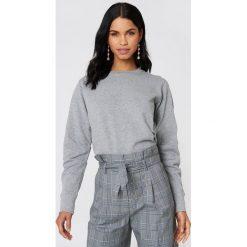 Rut&Circle Bluza Vera - Grey. Zielone bluzy damskie marki Rut&Circle, z dzianiny, z okrągłym kołnierzem. W wyprzedaży za 60,98 zł.