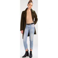 Mustang JASMIN  Jeansy Slim Fit strong bleach. Niebieskie jeansy damskie marki Mustang, z aplikacjami, z bawełny. Za 339,00 zł.