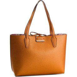 Torebka GUESS - HWMB64 22150  CPF. Brązowe torebki klasyczne damskie Guess, z aplikacjami, ze skóry ekologicznej, duże. W wyprzedaży za 479,00 zł.