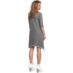 ESTELLA Sukienka z asymetrycznym dołem - szara. Szare sukienki asymetryczne Moe, na co dzień, z dzianiny, z asymetrycznym kołnierzem. Za 99,00 zł.