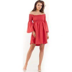 Różowa Sukienka z Marszczonym Dekoltem Carmen. Niebieskie sukienki balowe marki bonprix, na spacer, na lato, w koronkowe wzory, z bawełny, dopasowane. Za 129,90 zł.