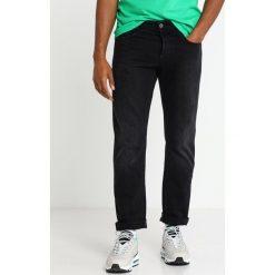 GStar 3301 STRAIGHT Jeansy Straight Leg higa black denim/medium aged rinsed. Czarne jeansy męskie G-Star. Za 519,00 zł.