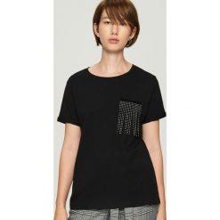 T-shirt z aplikacją - Czarny. Czarne t-shirty damskie marki Sinsay, l, z aplikacjami. Za 29,99 zł.