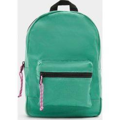 Plecaki damskie: Zielony plecak z kontrastowym suwakiem