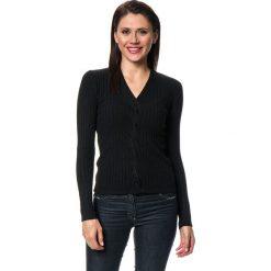 Sweter w kolorze czarnym. Czarne swetry klasyczne damskie marki C&Jo i Assuili, z dzianiny. W wyprzedaży za 113,95 zł.
