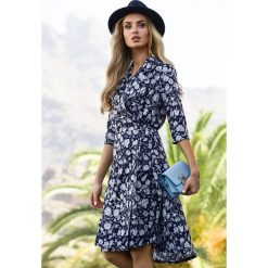 Zwiewna sukienka z wiązaniem s096. Niebieskie długie sukienki marki SaF, na co dzień, xl, z żakardem, z asymetrycznym kołnierzem, dopasowane. W wyprzedaży za 139,00 zł.