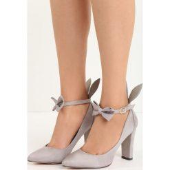 Szare Czółenka Runny Babbit. Szare buty ślubne damskie marki Born2be, w paski, ze skóry, ze szpiczastym noskiem, na wysokim obcasie, na słupku. Za 79,99 zł.
