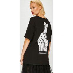 Answear - Top Manifest Your Style Peace Please. Brązowe topy damskie ANSWEAR, l, z nadrukiem, z bawełny, z okrągłym kołnierzem. W wyprzedaży za 59,90 zł.