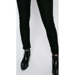 Silvian Heach - Jeansy. Czarne jeansy damskie rurki marki Silvian Heach, z standardowym stanem. W wyprzedaży za 359,90 zł.
