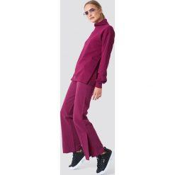 NA-KD Spodnie sportowe z haftem - Purple. Fioletowe bryczesy damskie NA-KD. W wyprzedaży za 99,37 zł.