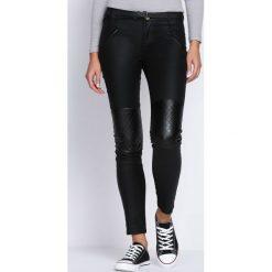 Spodnie damskie: Czarne Spodnie Not Giving Up
