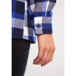 Koszule wiązane damskie: Missguided Petite COLD SHOULDER RUFFLE  Koszula blue