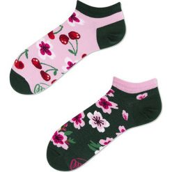 Many Mornings - Skarpetki Cherry Blossom. Czerwone skarpetki damskie marki DOMYOS, z elastanu. Za 14,90 zł.