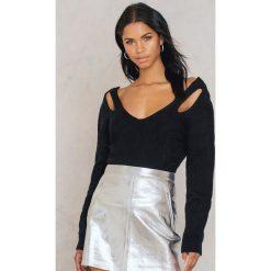 Swetry klasyczne damskie: Trendyol Sweter z wycięciami na ramionach i paskami – Black