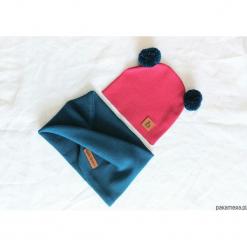 Czapka z pomponami antracyt +szary z kominem. Czerwone czapeczki niemowlęce marki Pakamera, z dzianiny. Za 89,00 zł.