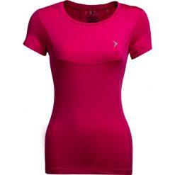 Koszulka treningowa damska TSDF600 - różowy - Outhorn. Czerwone topy sportowe damskie Outhorn, z materiału. W wyprzedaży za 39,99 zł.