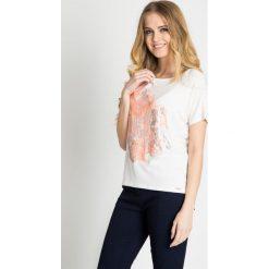 Bluzki damskie: Biała bluzka z kwiatowym motywem QUIOSQUE