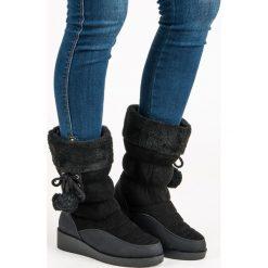 CZARNE ŚNIEGOWCE. Czarne buty zimowe damskie SEASTAR. Za 76,90 zł.