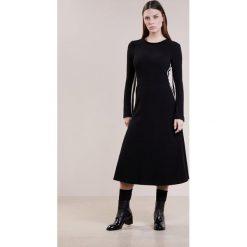 Sukienki dzianinowe: Smarteez Sukienka dzianinowa black