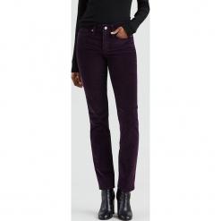 """Dżinsy """"312®"""" - Slim fit - w kolorze fioletowym. Fioletowe jeansy damskie relaxed fit Levi's®, z aplikacjami. W wyprzedaży za 173,95 zł."""
