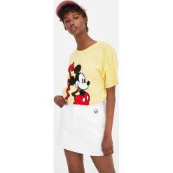 Koszulka z krótkim rękawem i Myszką Miki. Żółte t-shirty damskie Pull&Bear. Za 59,90 zł.