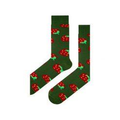 Skarpety zielone w truskawki. Zielone skarpetki męskie Em men's accessories, z bawełny. Za 29,99 zł.