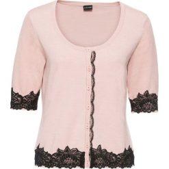 Sweter rozpinany z koronką bonprix różowy. Czerwone swetry rozpinane damskie bonprix, z koronki. Za 79,99 zł.