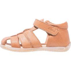Ocra Sandały lion. Brązowe sandały chłopięce Ocra, z materiału, z otwartym noskiem. W wyprzedaży za 293,30 zł.