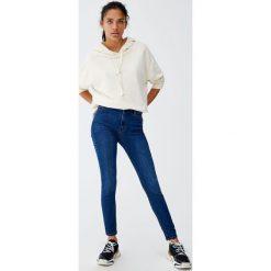 Jeansy super skinny fit z wysokim stanem. Szare boyfriendy damskie Pull&Bear, z jeansu. Za 79,90 zł.