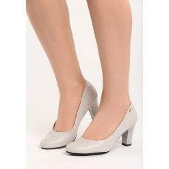 Jasnoszare Czółenka Lovers. Szare buty ślubne damskie Born2be, ze skóry, z okrągłym noskiem, na niskim obcasie, na słupku. Za 79,99 zł.