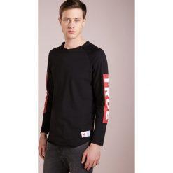 True Religion BASEBALL SLEEVE Tshirt z nadrukiem black. Czarne t-shirty męskie z nadrukiem True Religion, m, z bawełny. Za 379,00 zł.