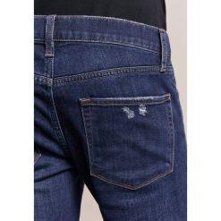 J Brand MICK  Jeans Skinny Fit seismology. Szare jeansy męskie relaxed fit marki J Brand, z bawełny. W wyprzedaży za 495,60 zł.