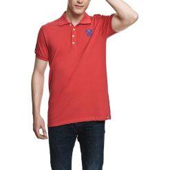 Koszulka polo w kolorze jasnoczerwonym. Czerwone koszulki polo Camel Active, Varsity, l. W wyprzedaży za 72,95 zł.