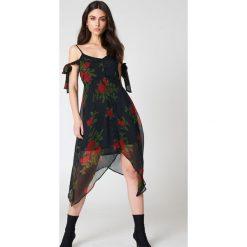 NA-KD Boho Sukienka midi z wiązaniem - Black,Multicolor. Niebieskie sukienki asymetryczne marki NA-KD Boho, na imprezę, w koronkowe wzory, z koronki, boho, na ramiączkach, mini. Za 60,95 zł.