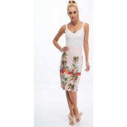 Pudrowo różowa ołówkowa spódnica we wzory 8401. Czerwone spódniczki ołówkowe Fasardi, l. Za 44,00 zł.