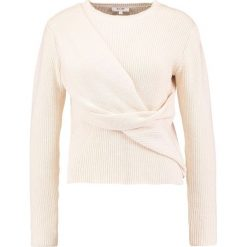Swetry klasyczne damskie: KIOMI Sweter rose