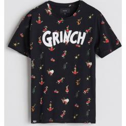 T-shirt ze świątecznym nadrukiem - Czarny. Czarne t-shirty męskie z nadrukiem marki Reserved, l. Za 59,99 zł.
