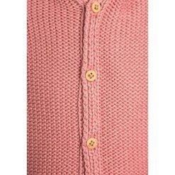 Hessnatur UNI Kardigan sandelholz. Czerwone swetry dziewczęce hessnatur, z bawełny. W wyprzedaży za 167,20 zł.