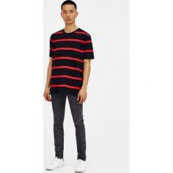Czarne jeansy super skinny. Szare jeansy męskie skinny marki Pull & Bear, okrągłe. Za 49,90 zł.