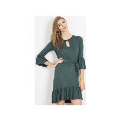 Sukienka Shira. Zielone sukienki na komunię marki Wow fashion, na imprezę, w paski, z wiskozy, z falbankami. Za 199,00 zł.